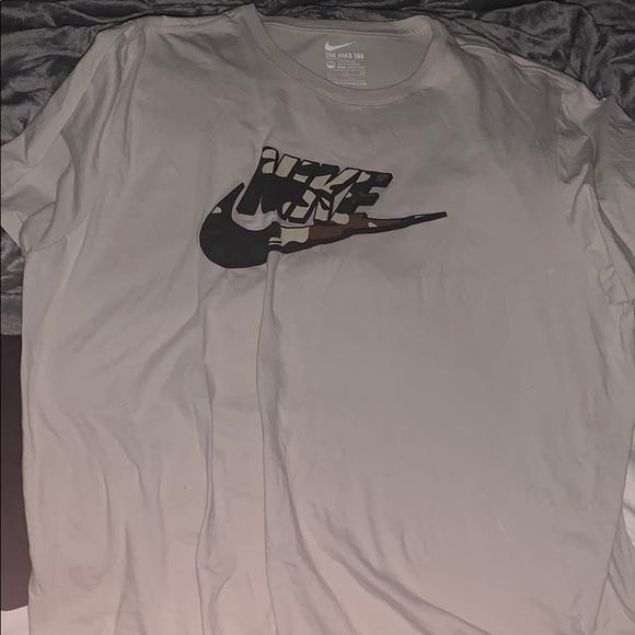 Nike Other - Cream Nike shirt with Camo logo